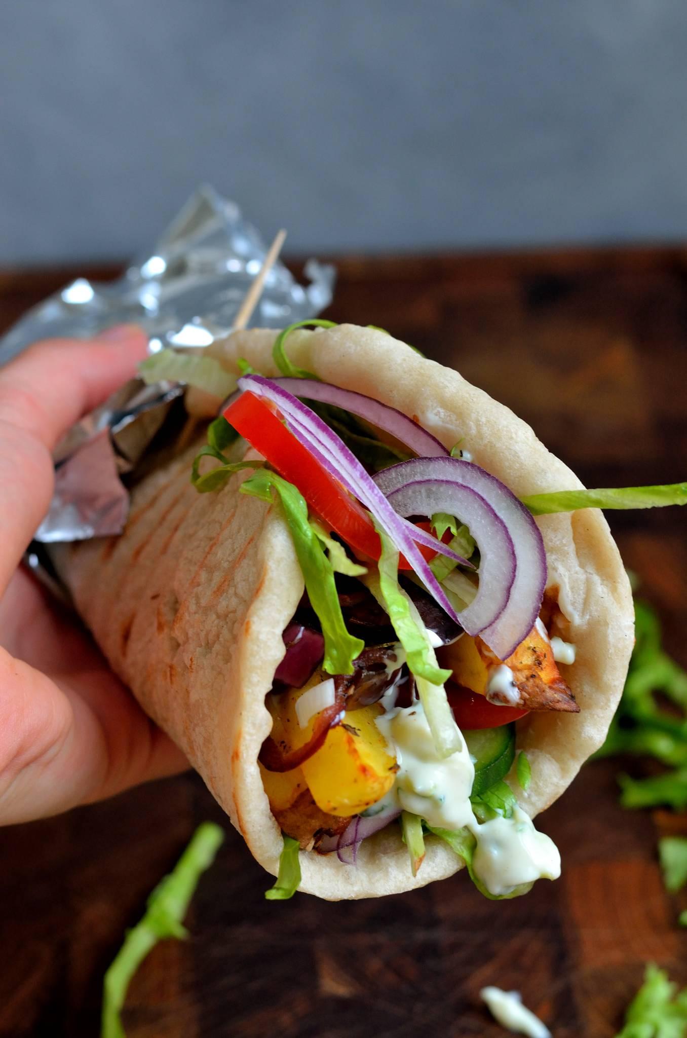 vegansk-graesk-gyros-med-karameliseret-auberginefyld