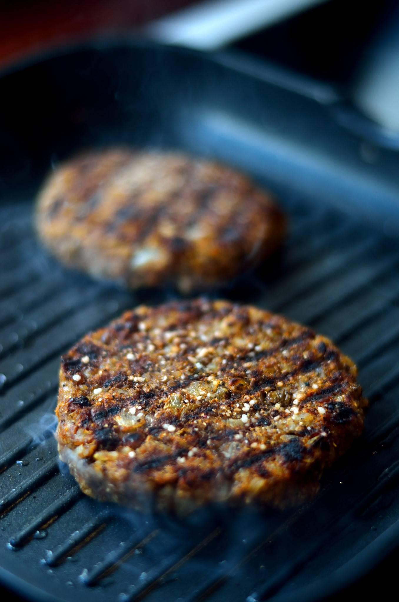 Saftige veganske burgerbøffer til grillen
