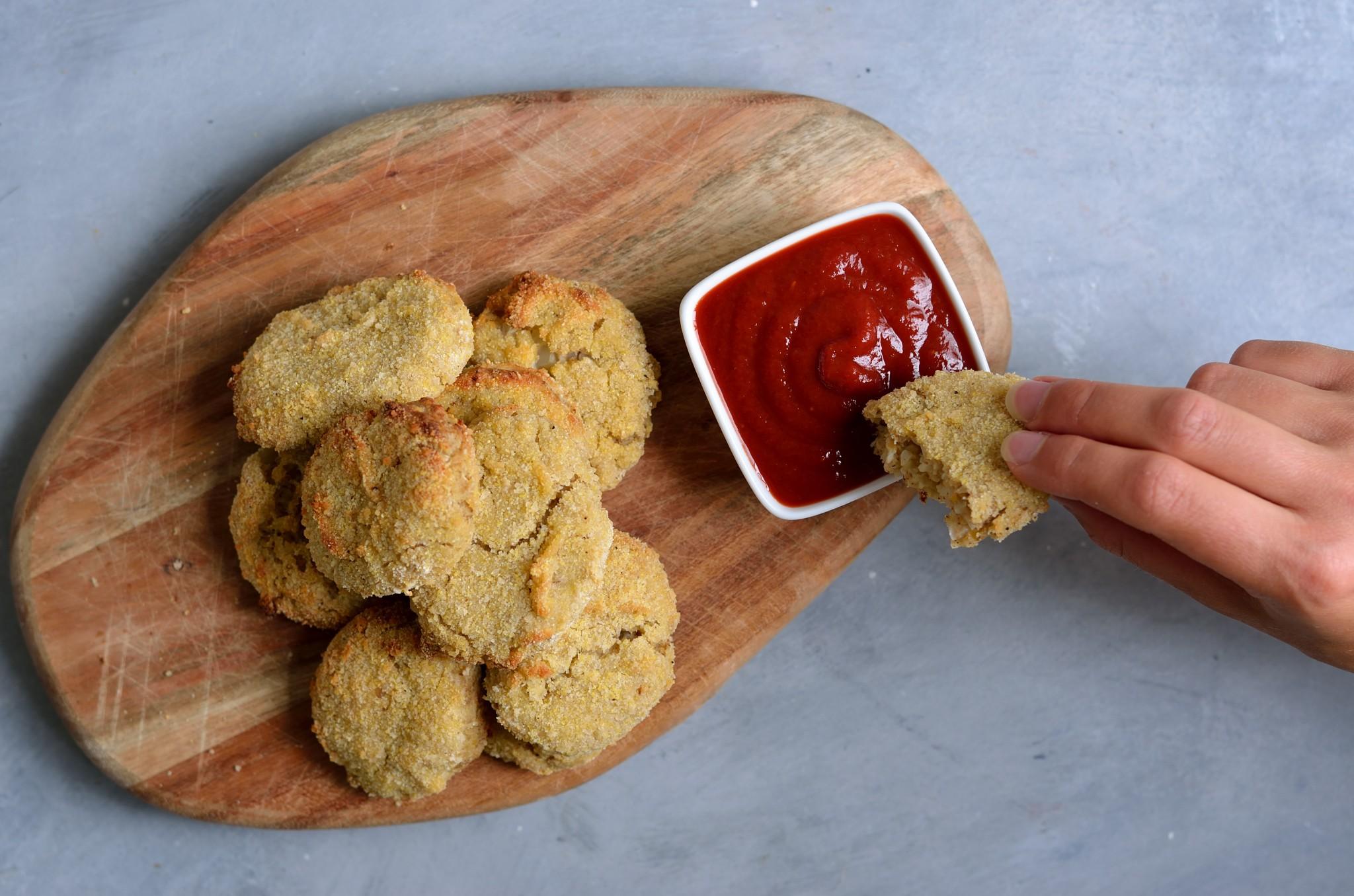 NO Chicken Nuggets lavet på blomkål og kikærter