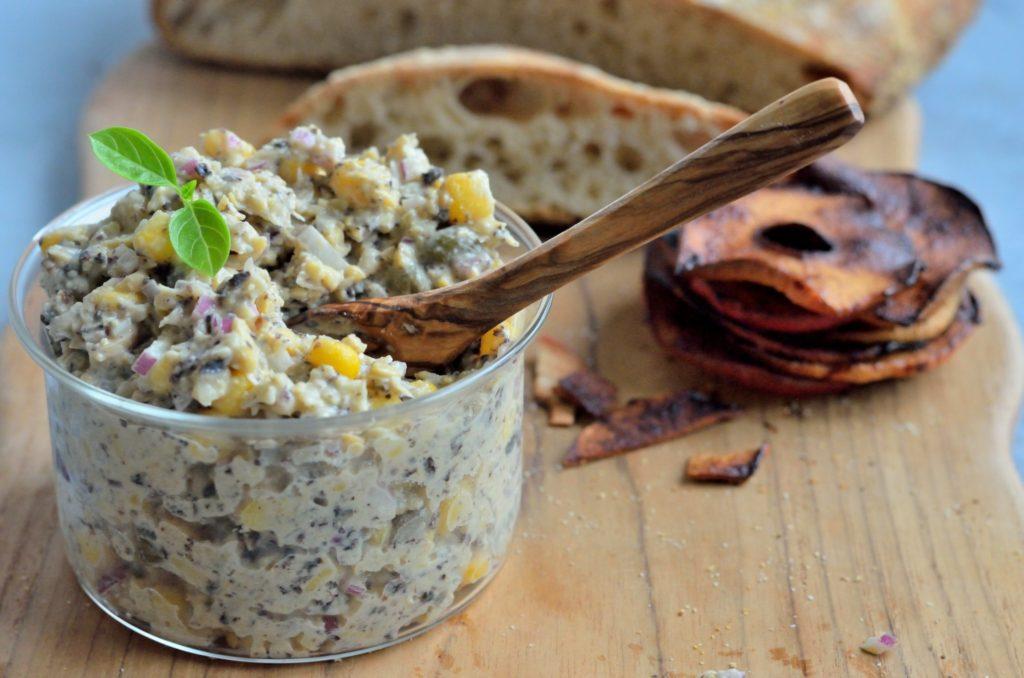 Vegansk tunsalat med æblebacon