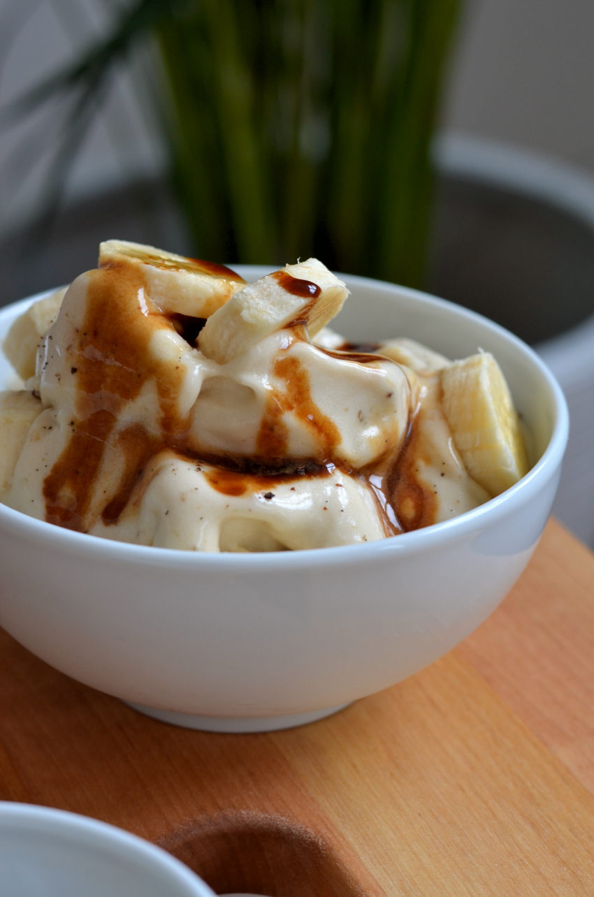 Nicecream toppet med karamelsauce