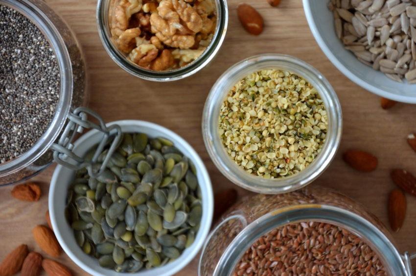 Hørfrø, chiafrø og valnødder er gode kilder til omega-3