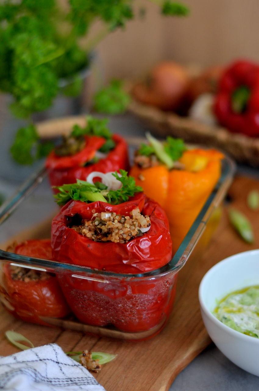 Græsk Yemista - fyldte peberfrugter med quinoa og grønt