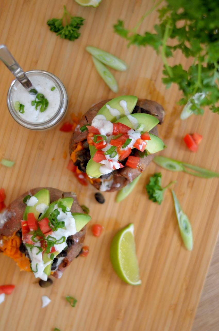 Mexicansk inspirerede fyldte søde kartofler med kokos-/lime dressing