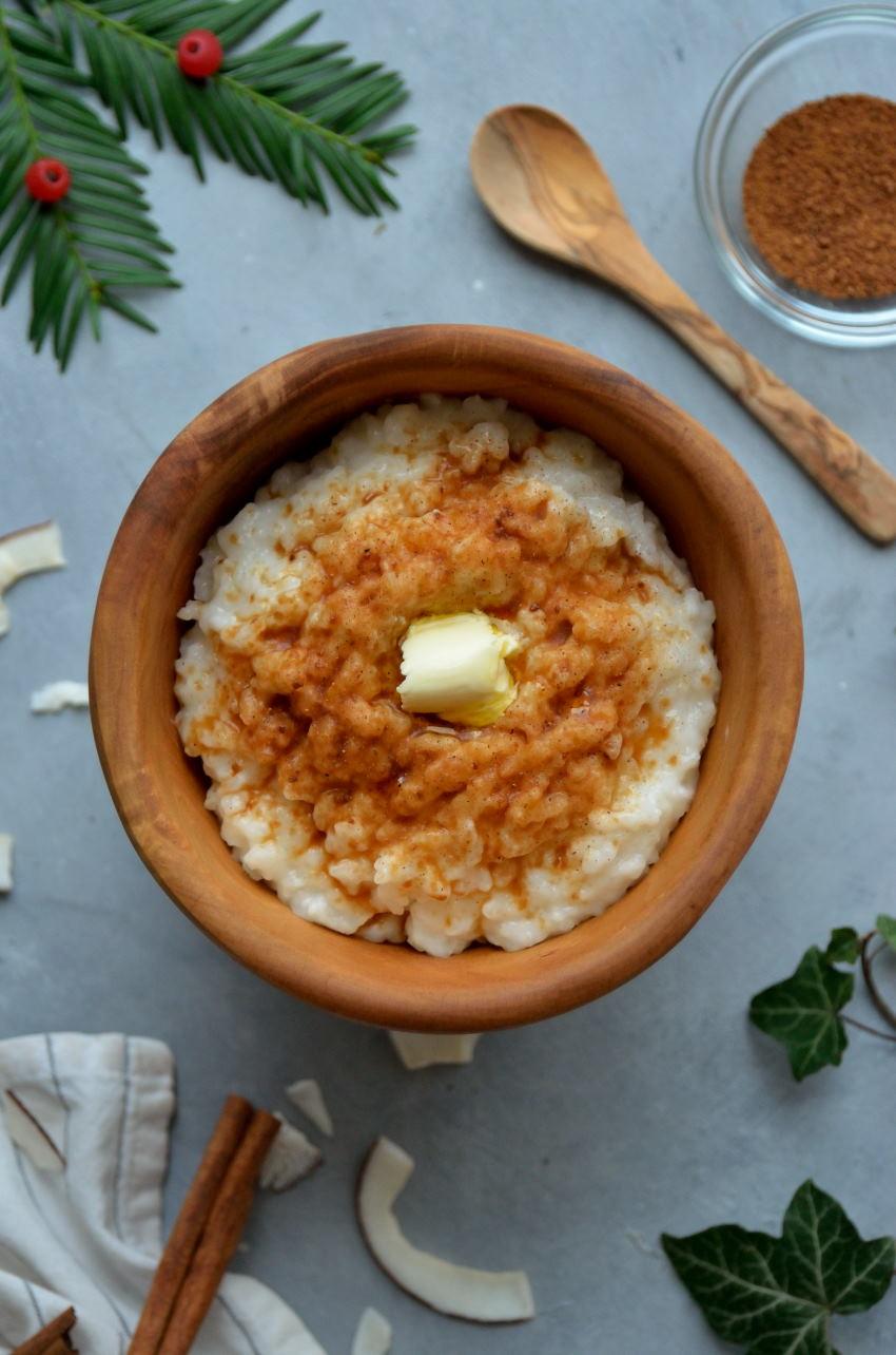 Opskrift på helt klassisk og autentisk vegansk risengrød med kokosmælk