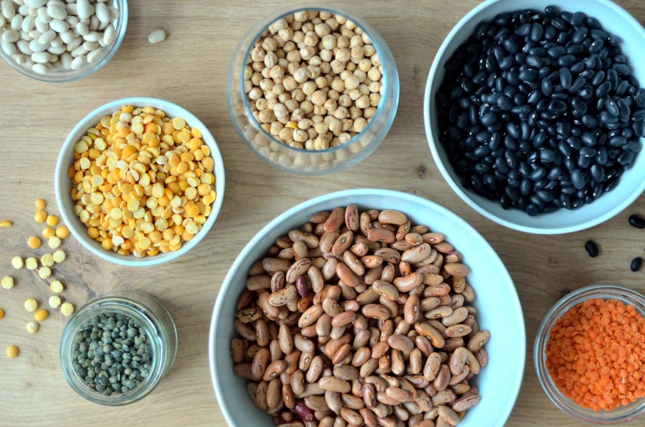 Bælgfrugter er rige på calcium, det gælder især soyabønner, sorte- og hvide bønner