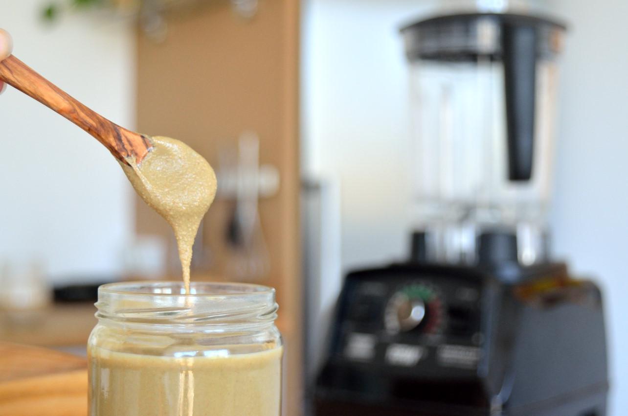 Opskrift på solsikkekernesmør - den billigste nøddesmør (helt uden nødder)